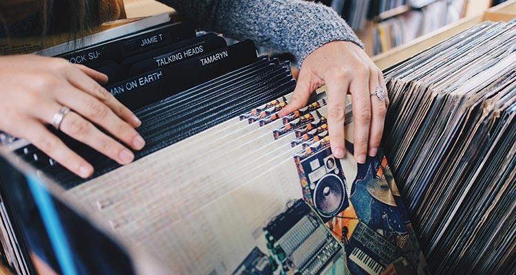 Legalizar vuestra música: Códigos de barras Vs. Depósito Legal